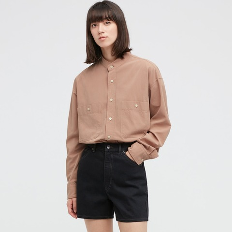 ユニクロU2021SS ワイドフィットスタンドカラーシャツ 女性モデル